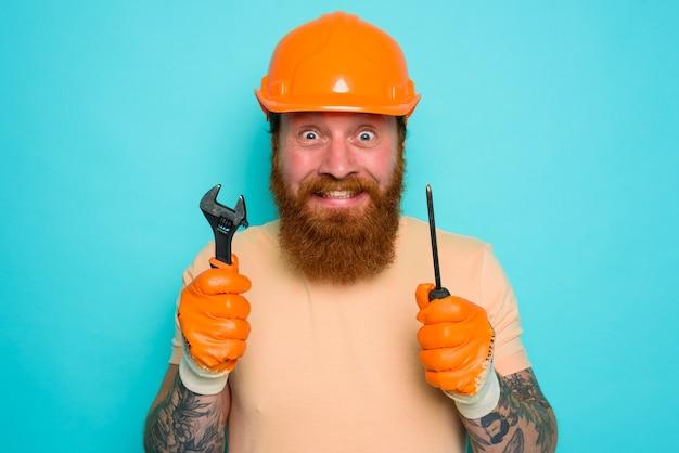 무능한 노동자는 자신의 일에 대해 두려워하고 걱정합니다.