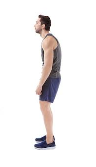 姿勢の概念が正しくありません。白で隔離のスポーツウェアの男