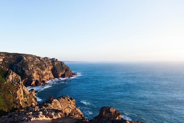 Невероятный кабо-де-рока в португалии в прекрасный солнечный день