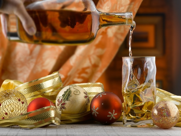 따뜻하고 평화롭고 축제적인 c를 위한 밝고 화려한 장식의 놀라운 크리스마스 설정