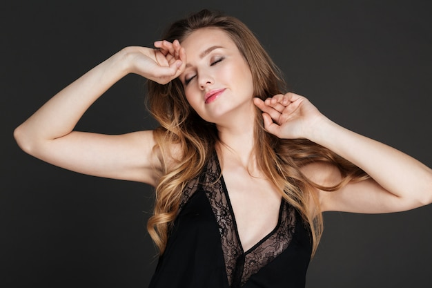 Incredible lady posing with eyes closed.
