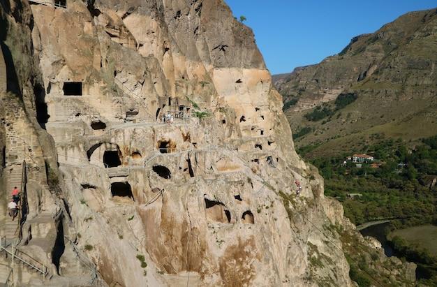 Невероятный средневековый пещерный монастырь вардзия гора эрушети город аспиндза южная грузия