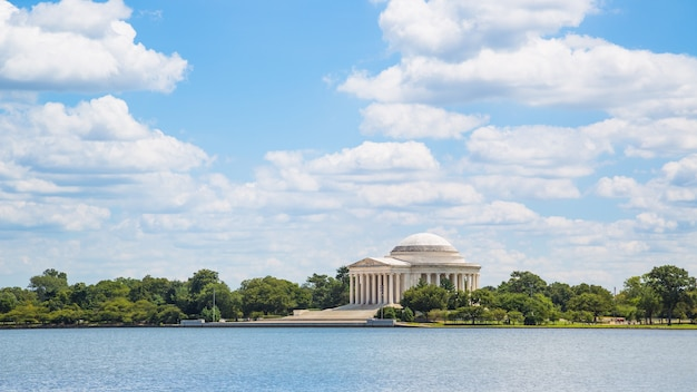 ワシントンのトーマスジェファーソン記念館の澄んだ空の素晴らしいパノラマビュー
