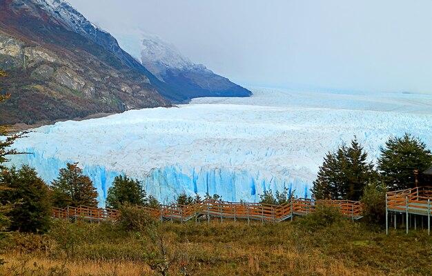 アルゼンチン、パタゴニア、エルカラファテタウンのペリトモレノ氷河の素晴らしい景色