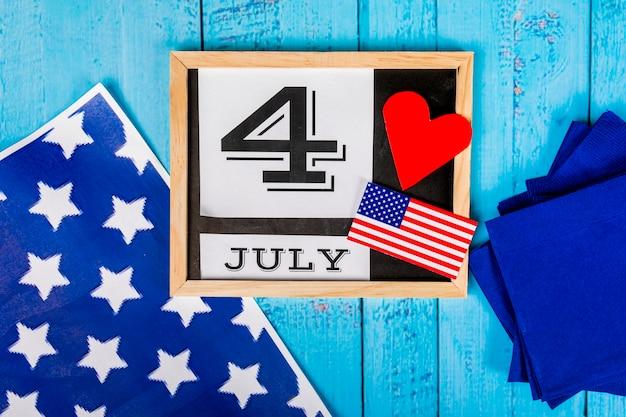 Composizione del giorno dell'indipendenza con ardesia