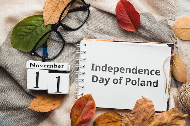 День независимости польши с осенними листьями