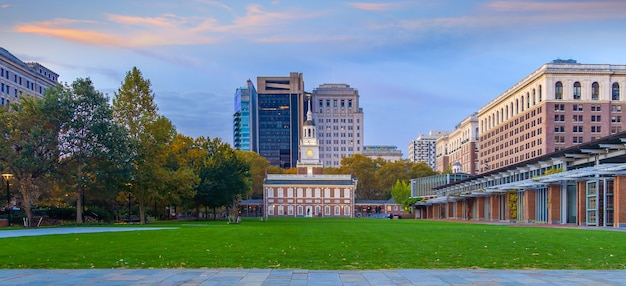 일출 때 미국 펜실베니아주 필라델피아 독립 기념관