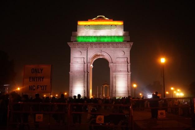 夜のインド門