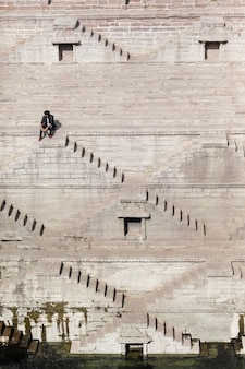 インドの本物の魅力は、階段の抽象的なパターンのようによく描きます