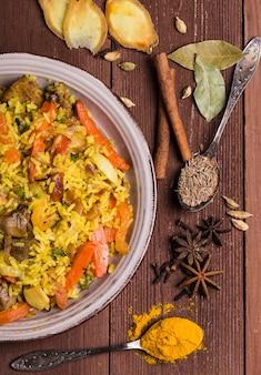 Индийские бирьяни с курицей и специями