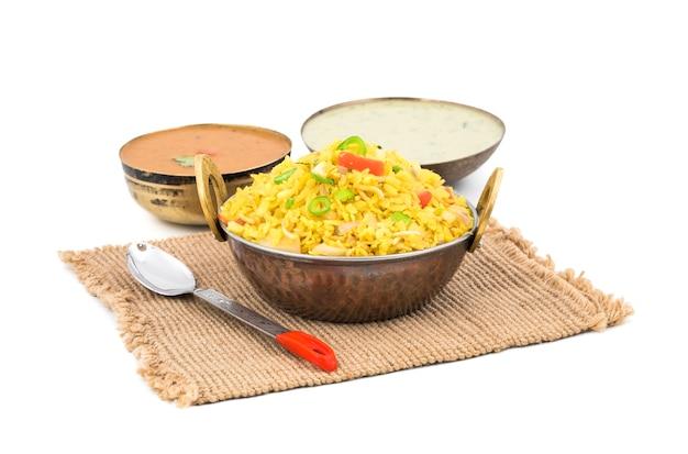 Indian breakfast dish poha with chutney