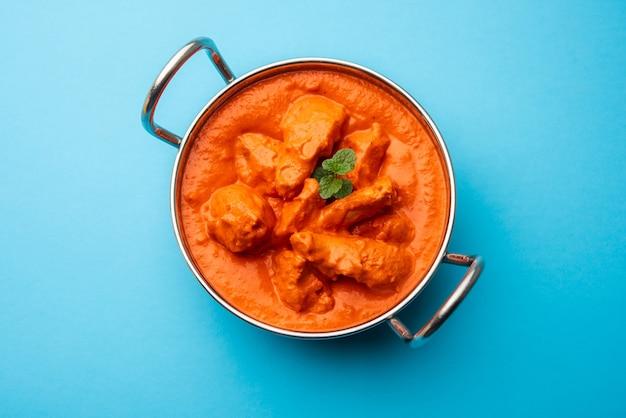 그릇에 인도 치킨 tikka masala.