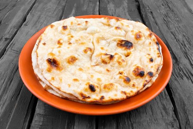 인도 요리 탄두리 로티 통밀 빵