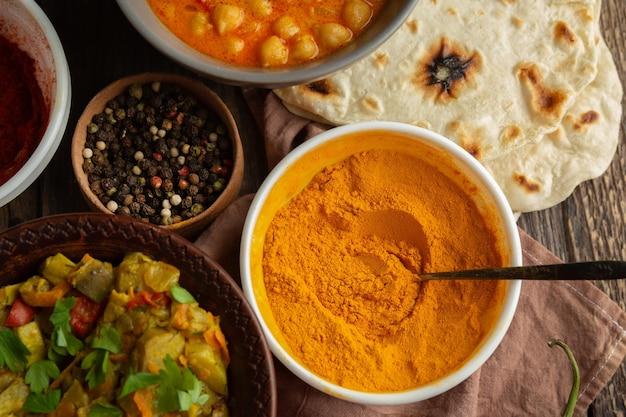 Vista dall'alto di cibo delizioso indiano