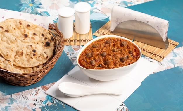 Indian famous chana masala curry with tandoori roti