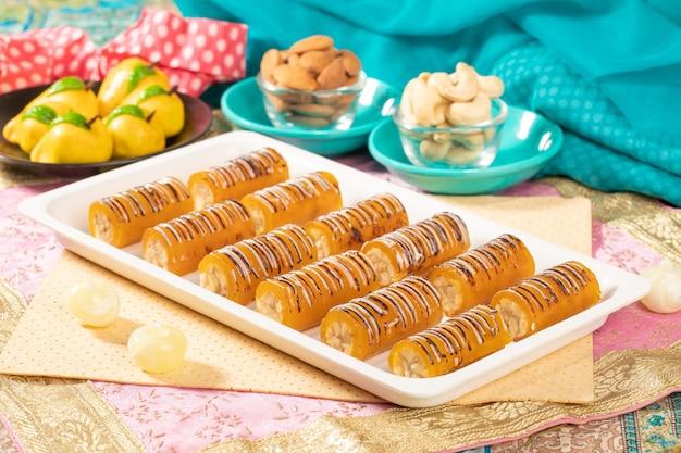 Знаменитые индийские сухофрукты, сладкий рулет из манго