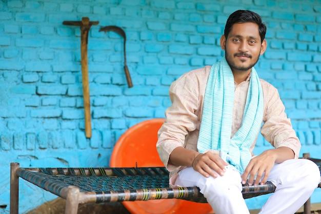 전통 의상을 입은 인도 농부.