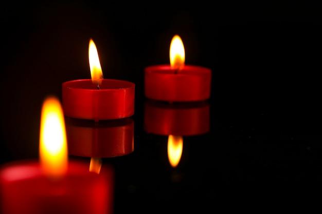 インドのお祭りディワリ祭、暗闇のキャンドル