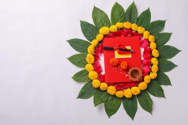 インドの祭典ディワリ祭お祝い、レッド会計ノートとdiya