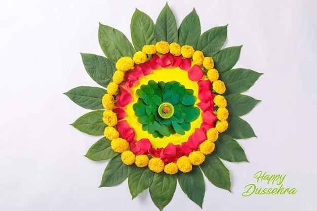 Индийский фестиваль dussehra, зеленый лист, рис и дизайн цветов