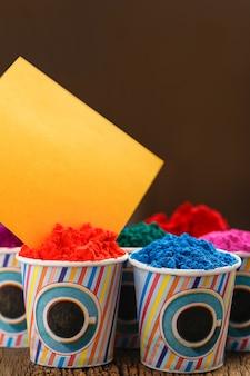 Индийский фестиваль холи, цвет в чашке