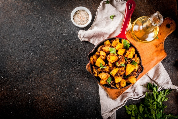 Индийская еда, бомбей картофель