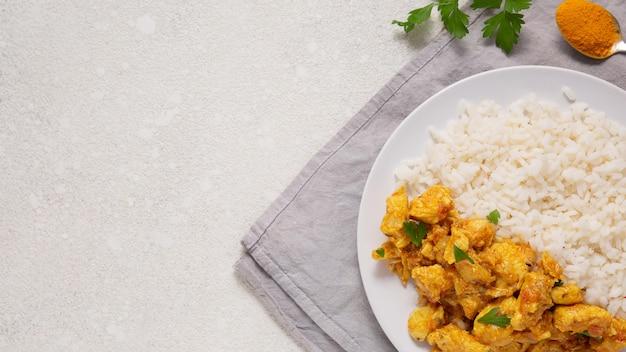 Vista dall'alto della cornice di cibo indiano