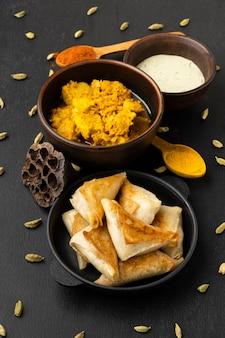 ソースハイアングルのインド料理