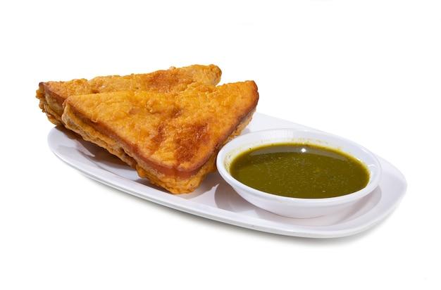 白地にインドの揚げスナックパンパコラ