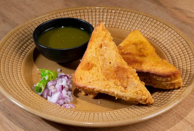 インドの揚げスナックパンパコラ