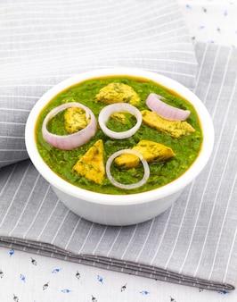 インドの健康的な料理Palak Paneer