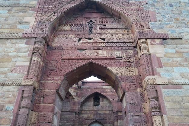 Индийское историческое старое художественное изображение структуры на открытом воздухе
