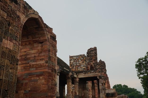 インドの歴史的な古いドア構造の画像屋外