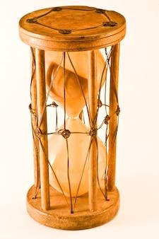 Индийские песочные часы на белом, возраст 1850 года, в настоящее время находится в итальянской коллекции
