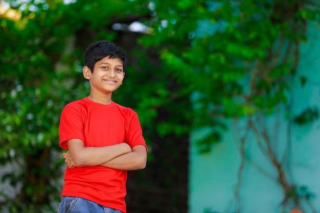 Индийский маленький ребенок