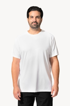 白いtシャツのアパレルのクローズアップを着ているインド人