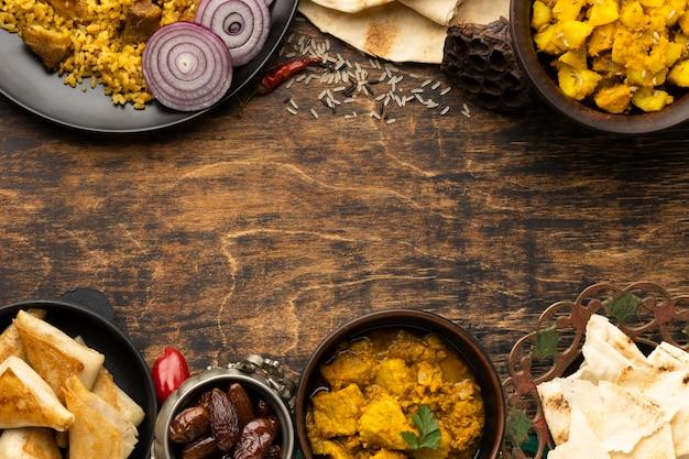 コピースペース付きのインド料理フレーム