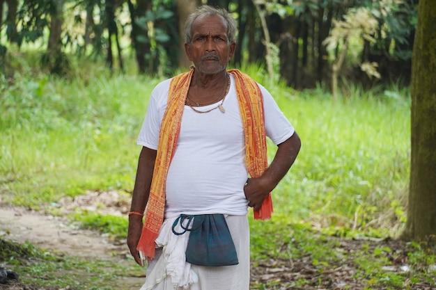 村のインドの貧しい農民