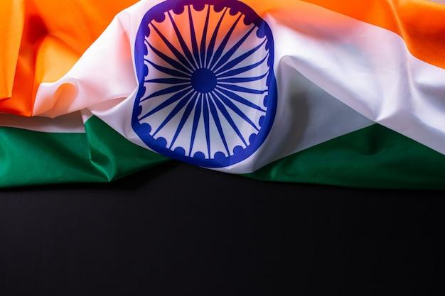 Индийская республика день концепция. индийский флаг на черном фоне