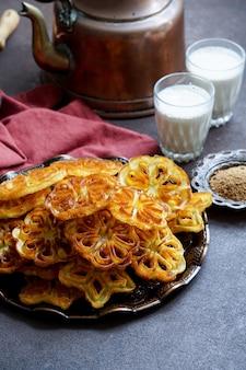 Индийское печенье с розой, ачапам, индийская рождественская еда ачу мурукку