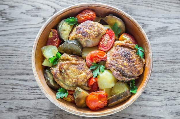 Индийская острая курица с овощами