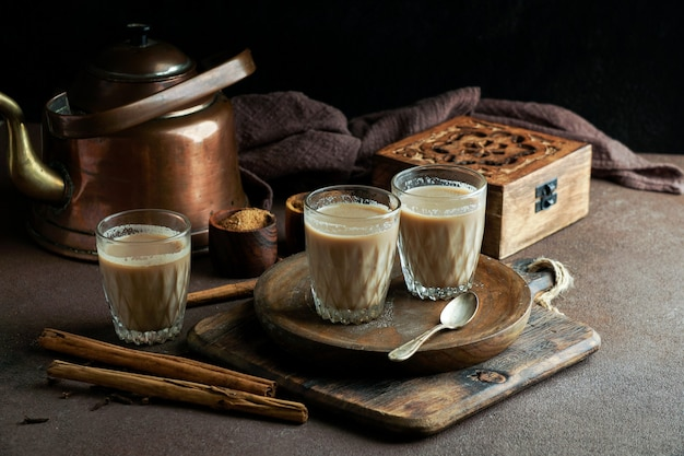Индийский острый чай масала, горячий и вкусный традиционный напиток чая
