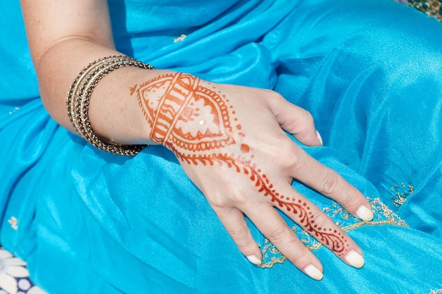 Индийский узор из хны tae handa