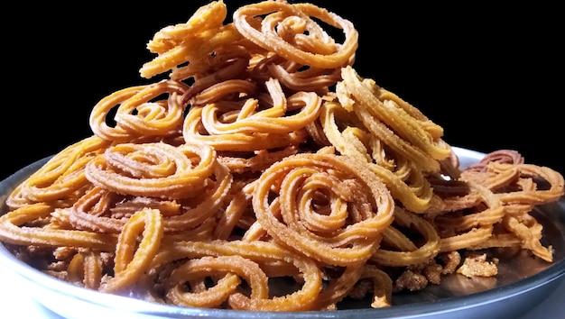 인도 전통 스낵 chakli는 나선형으로 바삭하게 튀긴 스낵으로 구자라트의 chakali, murukku, muruku, murkoo, chakri, maharashtra 및 북부 인도의 chakli로 알려져 있습니다.