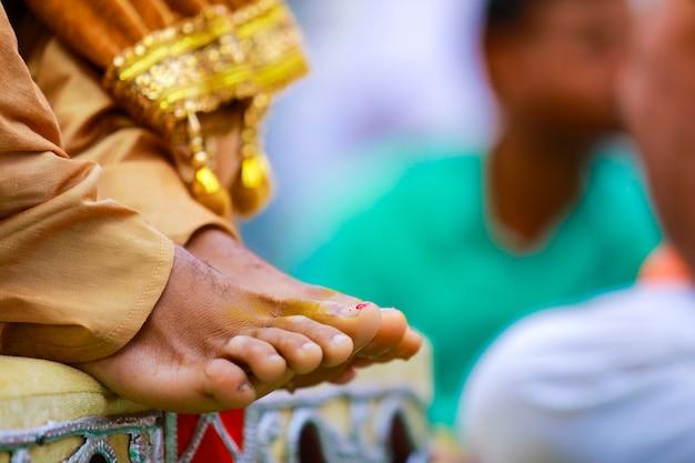 インドの伝統的な結婚式のハルディ式
