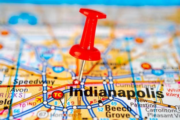 Индианаполис, мэрион дорожная карта с красной канцелярской кнопкой, город в соединенных штатах америки.