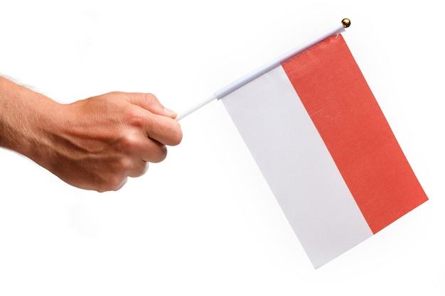 손에 작은 인도네시아 깃발을 분리합니다.