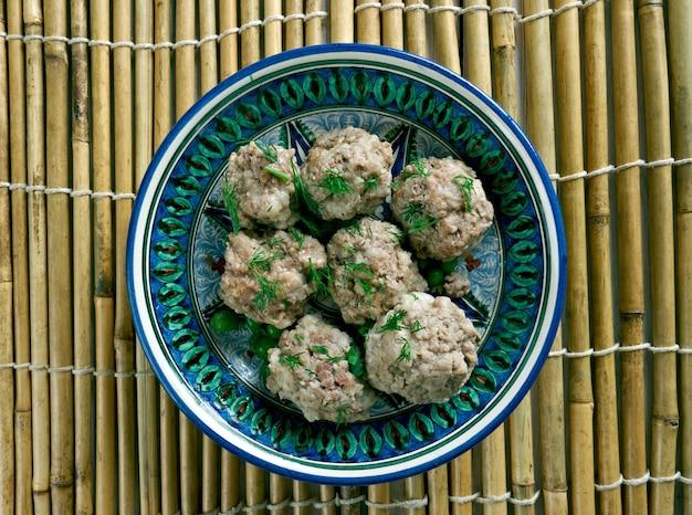 Индонезийские и тиморские фрикадельки - баксо с курицей