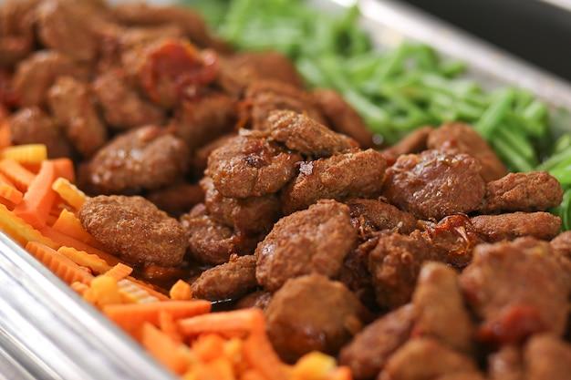인도네시아 쇠고기 스테이크 또는 비스킷. 솔로, 수라 카르타의 전통 인도네시아 스테이크