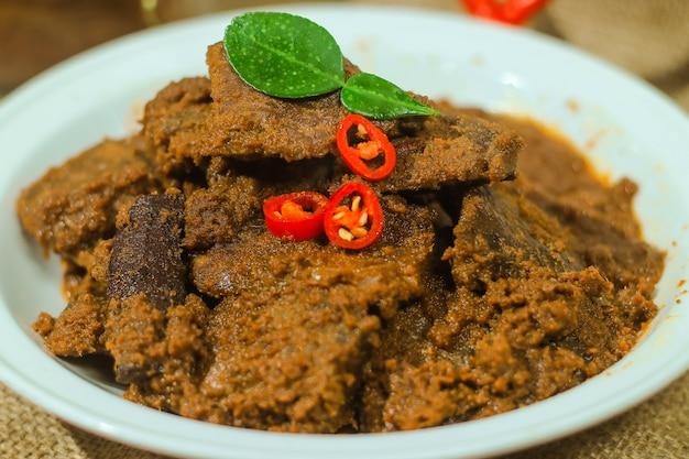 インドネシア料理のルンダンはとても美味しいです